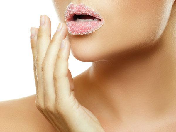 การสครับริมฝีปาก